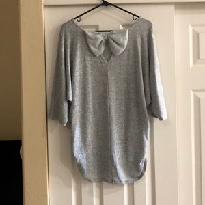 Mid-sleeve Grey Shirt with Back Detail